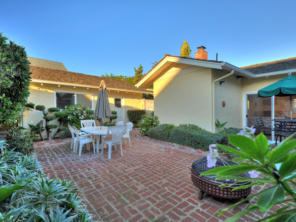 Santa Cruz Vacation Rental - 1600 West Cliff - Enclosed brick patio